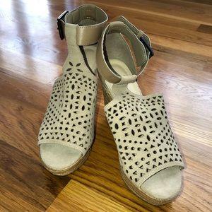 Marc Fisher Hasina Wedge Sandal 6.5M Natural